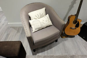 Canvas Chaise w/ Wooden Legs
