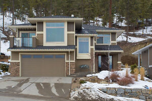 INVESTOR ALERT!!  3 Bed Home+1 Bed Suite with great renters!