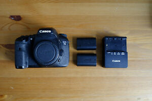 Canon EOS 7D with 2 batteries and charger