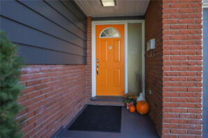 OPEN HOUSE TODAY: NEWLY LISTED Updated 5-Bdrm Side-Split by Pen