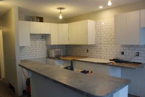 Cochrane, 3 bedrooms newly renovated on main level