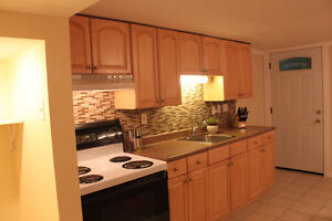 RENOVATED 2 BEDROOM APARTMENT ROCKLAND AVAIL OCT 1ST!!