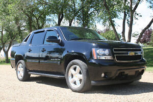 2011 Chevrolet Avalanche LT/ LEATHER/ Pickup Truck