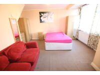 4 bedrooms in Rochester Avenue, FELTHAM, TW13