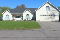 Waterfront Bungalow, Prime Ottawa River Beach/Sandbar Location