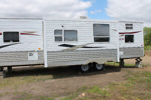 2010 32ft Zinger Crossroad travel trailer(Great condition)