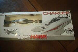 LITEHAWK Charger 2 - Remote Control Boat