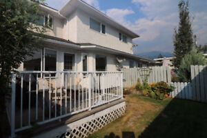 Bright, Tidy Townhome. Close to Trails & River in Golden, BC