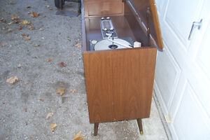 1961 RCA VICTOR EARLY FM & AM WITH RECORDPLAYER Windsor Region Ontario image 3