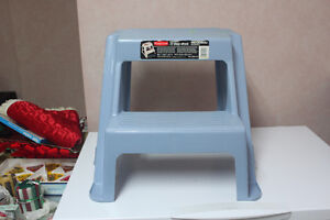 RUBBERMAID  STOOL - TWO STEPS