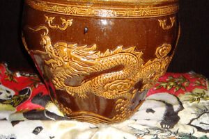 really nice asian planter with raised dragon decorations