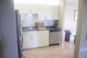 Bright Spacious 2 bedroom Corner Unit Available November 1 $1092