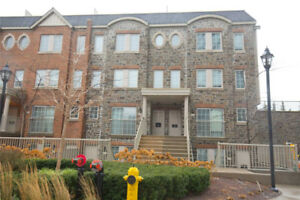 2 Bdrm Condo Townhouse In High Park-Swansea