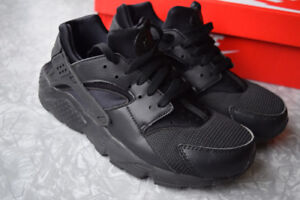 detailed look 91ea6 21b8f NIKE HUARACHE RUN Shoes - New in BOX - Size 7Y