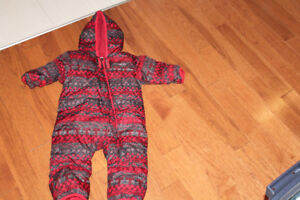 Columbia 6-12 months old Snowsuit / Can deliver for $$