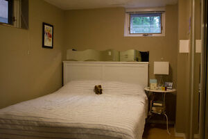 Studio minutes from Whyte Av, U of A