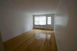 Spacious 3 1/2 / Grand appartement 3 1/2 (Cote-Des-Neiges)
