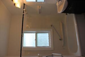 走路至MUN两分钟,宽敞明亮大房间,水电暖网洗衣全包 St. John's Newfoundland image 3