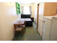 1 bedroom in Great West Road, ISLEWORTH, TW7