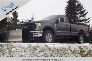 """Ford Super Duty F-350 SRW 4WD Reg Cab 142"""" 4x4 2017"""