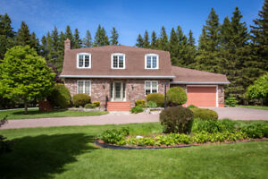 SPACIOUS TWO-STOREY HOME WITH GARAGE // 2 ACRES