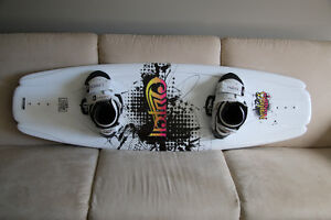 O'Brien CLUTCH Wakeboard (137 cm) with boots and bindings