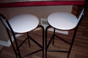 2 chaises pour îlot cuisine / 2 kitchen island chairs