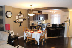 2 Bedroom Townhouse - A/C, Lake Access, Dbl Garage, Maint. free!