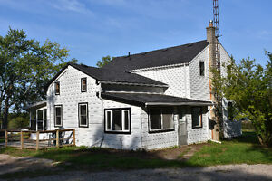 Hobby Farm with Barn Near Brantford - 3 Bedroom 2 Bath House