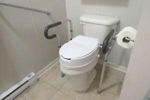Barres d'appuies et siège élévateur de toilette