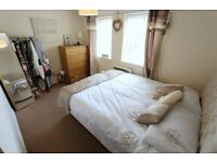 GREAT, SPACIOUS DOUBLE ROOM ** COUPLES OK /// 2 min CENTRAL LINE !!! ** oposite TUBE STATION