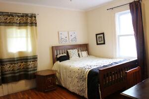 Askin-Female house. 1 room for rent. 1 min walk to U of Windsor