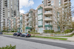 Rarely Available MacGregor Court Upper Unit w/ Park Views!