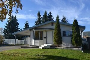 5 Bedroom Executive Home In A Great Location Near Pine Centre