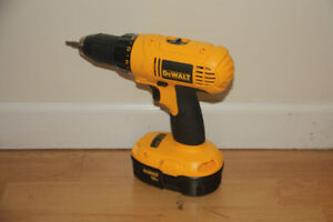 Cordless driver and circular saw with accessories
