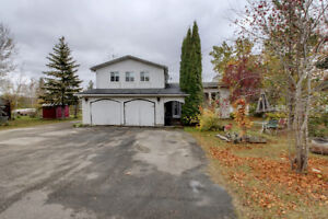 Wabamun House - 3 bed/2 bath/2891sqft/close to the lake $250,000