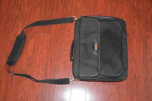 Sac d'ordinateur portable Targus ( laptop bag) West Island Greater Montréal image 1