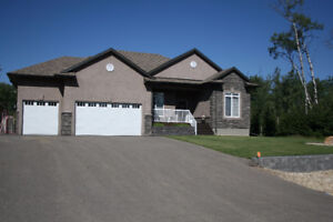 HOUSE FOR SALE - BUNGALOW WITH TRIPLE ATTACHED GARAGE