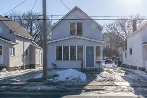 Bright, Spacious 2 Bedrooms- Great Downtown Location