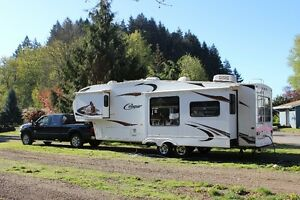 2010 Keystone Couger 5th Wheel Trailer