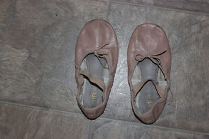 One pairs of Ballet flats dance shoes pink size 12