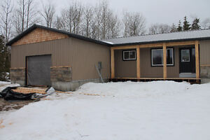 Attractive Ranch Bungalow Close to the Lake!