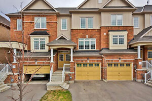Gorgeous Townhome In Excellent Family Neighbourhood