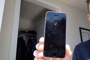 IPhone 5s: recently refurbished screen for sale-