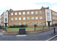 2 bedroom flat in Nightingale Road, London, N98