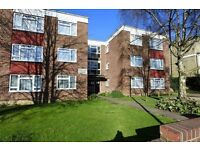 2 bedroom flat in Alexandra Grove, Finchley , N12