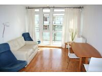 Light & sunny 3 double bedroom flat, large kitchen/lounge, balcony, 8 mins Southfields tube