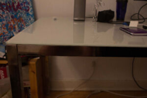 TORSBY (IKEA) glass table / table en verre TORSBY (IKEA)