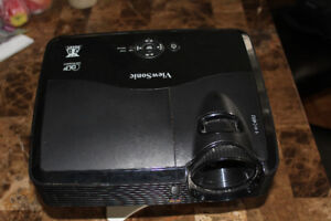 Selling Viewsonic PJD5123 projector together with 90 inch screen