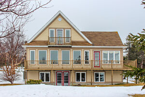 OPEN HOUSE APR. 8, 2-4PM.NEW PRICE. 16-18 Jones PlaceMLS®1129050